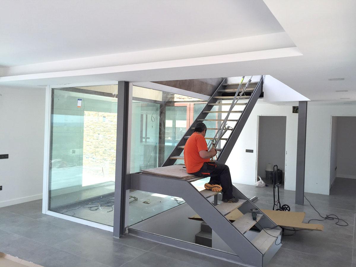 Vivenda-unifamiliar-en-meco-madrid-vista-interior-escalera