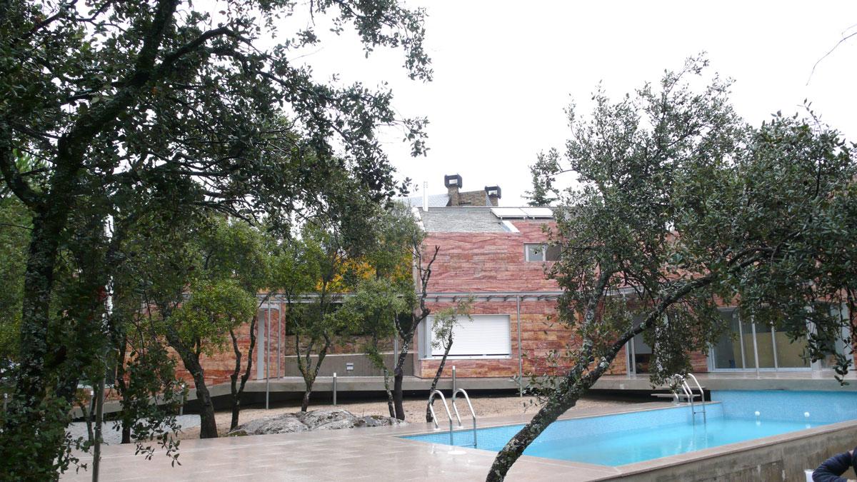 Vivienda-en-la-berzosa-exterior-piscina-jardin