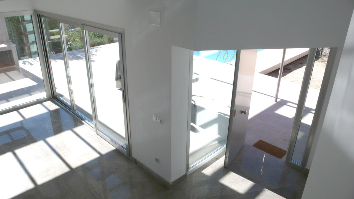 Vivienda-en-la-berzosa-interior-ventanales