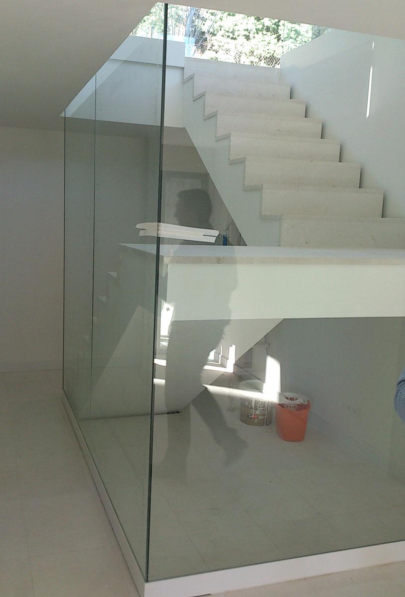 Vivienda-unifamiliar-en-Boadilla-del-Monte-escalera-cristal