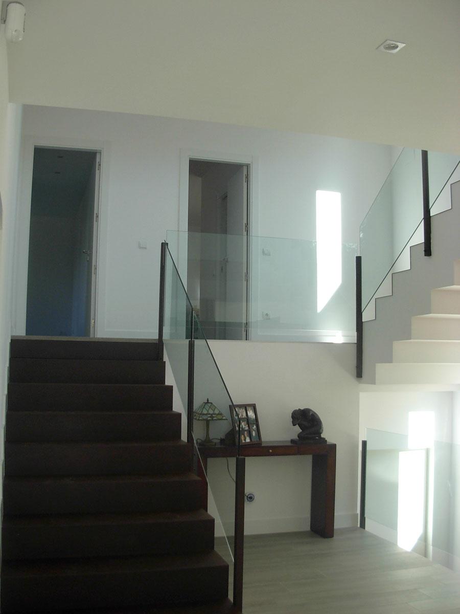 Vivienda-unifamiliar-en-la-rozas-vista-de-escalera-hall